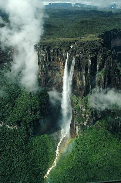 全球落差最大瀑布,宛如银龙从天而降,河水呈现血红色